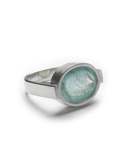 Ring aus Silber mit Aquamarin-Cabochon title=