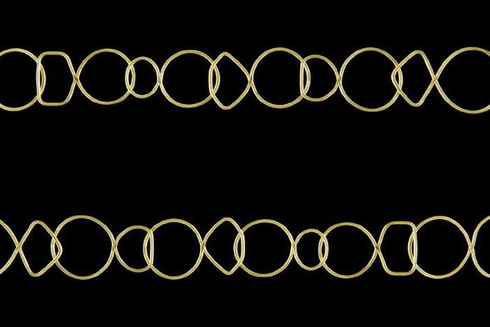 Kette aus 27 Ring-Elementen title=