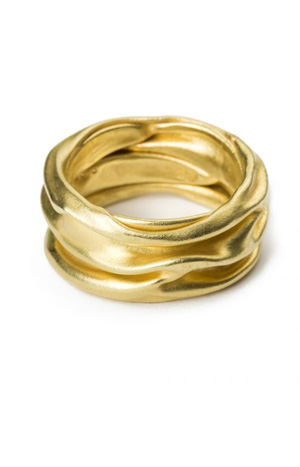 Sehr zerknitterter Ring aus Gold von S. Sous aus Berlin title=